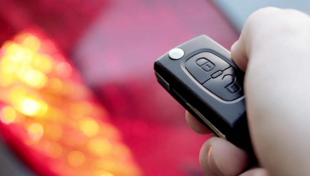 Unlocking car with electronic car key